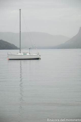Velero en lago Mansardi