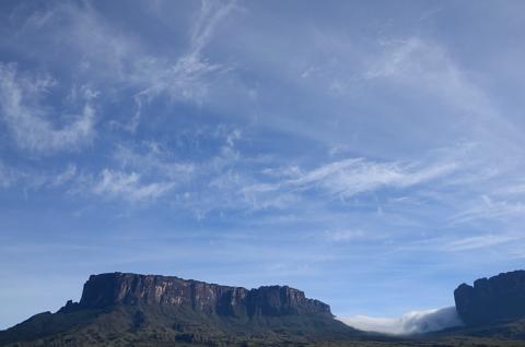 Nube permanente entre el Kukenan y el Roraima