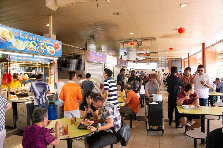 Típico mall de precios asequibles en Singapur