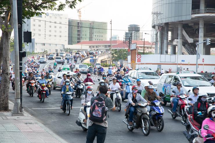 Lo intimidante que es cruzar una calle vietnamita
