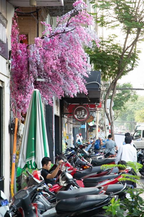 Aceras de Ho Chi Minh ocupadas por motos