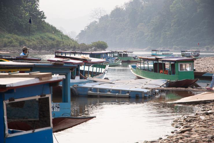El puerto de Muang Khua en la mañana