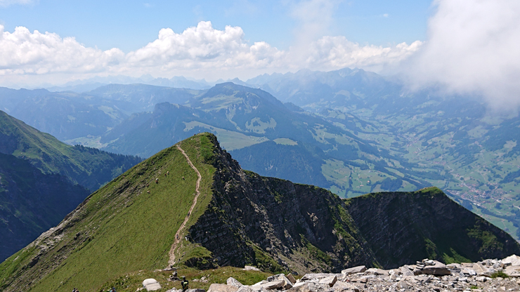 El filo de la montaña con el último tramo visto desde el Niesen
