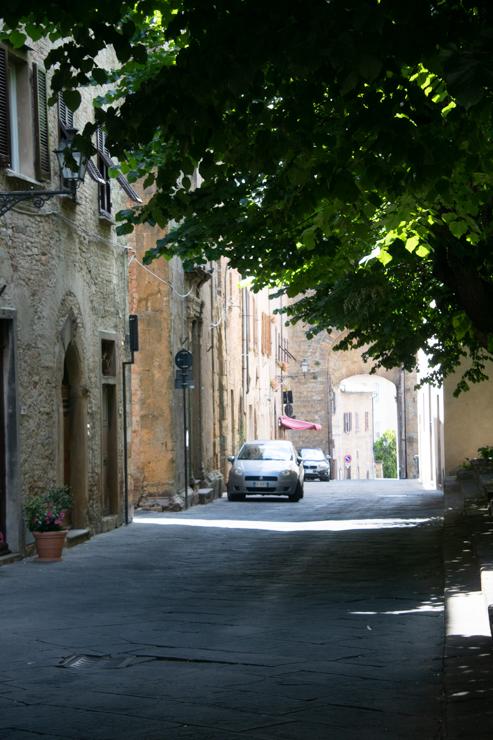 Calle silenciosa en Volterra