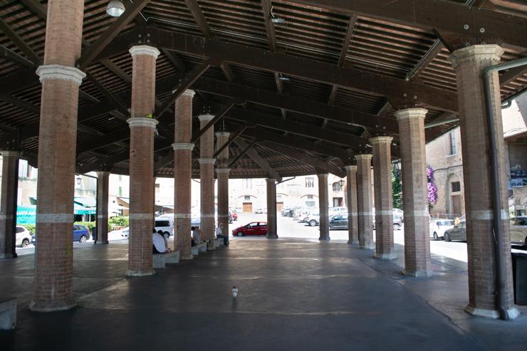 Plaza del mercado sin mercado por cuenta del fastidioso covid