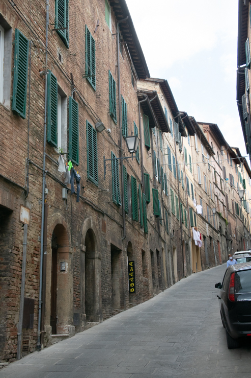 Calles de Siena, como se ve, no hay nada plano.