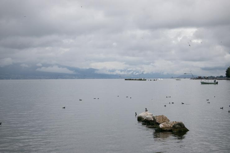 El lago Neuchatel con el día feo pero ya sin lluvia