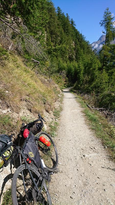 Senderos ciclables en los Alpes suizos