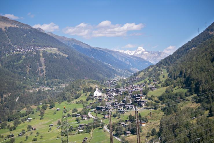 Vista de Ernen y de fondo el Furkahorn