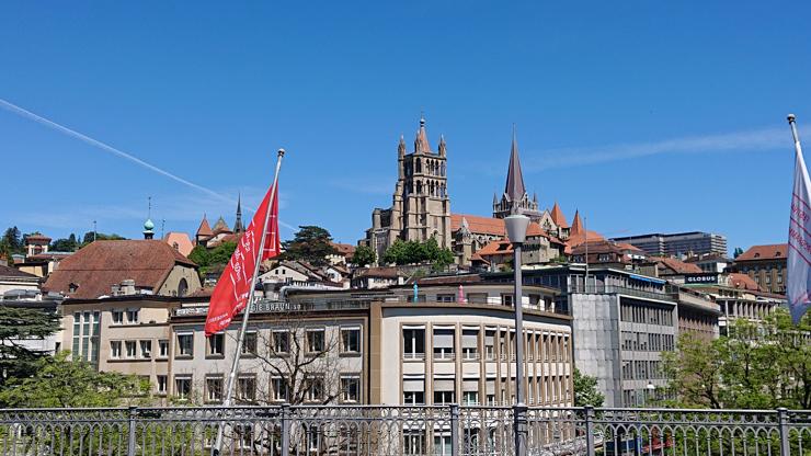 La catedral de Lausanne al fondo