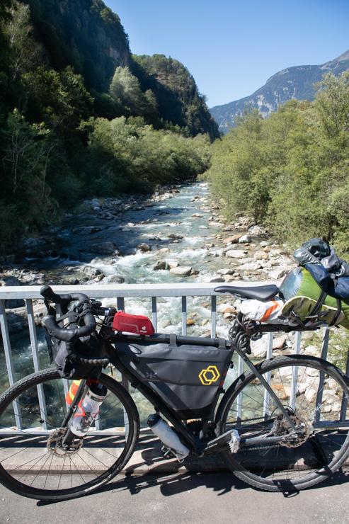 El río ticino y la bicicleta
