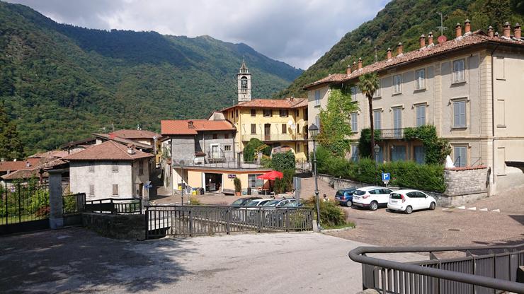 Plaza principal de Lasnigo